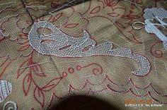 ENCAJERAS DE BOLILLOS DE BENALMÁDENA: BORDADO DE TUL EN EJECUCIÓN DE TONA DE PEDREGUER - Clase de Encajes en La Xara - Alicante - 2014 Embroidery Stitches, Hand Embroidery, Needle Lace, Lace Making, Darning, Doilies, Coin Purse, Cross Stitch, Reusable Tote Bags