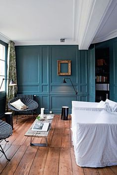 I love this hue that I've been spotting more and more lately. It's the perfect color to brighten up a space, don't you think?