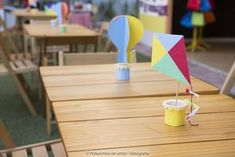 Mundo Bita. Decor by Ecoparty. Centros de mesa. Pipas. Balões. Copinhos de Iogurte. Reciclando. #festasustentavel #festaecologica #festaaoarlivre #festaartesanal #festaafetiva #festadecrianca #festainfantil