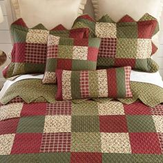 Create a classic, garden-inspired look with this Donna Sharp Garden Patch pillow sham. Patchwork Quilt, Patchwork Designs, Quilting Designs, Bedroom Crafts, Bedroom Decor, Quilt Sets, Quilt Blocks, Colchas Country, Quilting Projects
