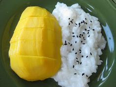Thai Coconut Sticky Rice with Mango in sushi form, yummers! Coconut Sticky Rice, Sweet Sticky Rice, Sticky Rice Recipes, Mango Sticky Rice, Thai Coconut, Canned Coconut Milk, Mango Recipes, Thai Recipes, Vegan Recipes