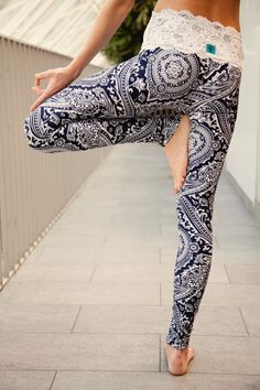 Lace-waist yoga leggings