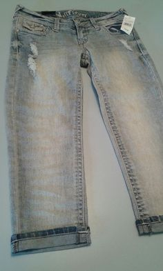 NEW Juniors SZ 5 Wallflower Distressed Denim Capris~Bling Pockets #Wallflower #CapriCropped
