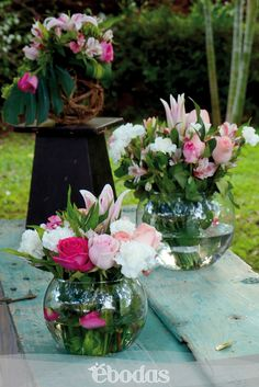 Encantadores arreglos en magenta, rosa y  blanco a base de Lilis y rosas #WeddingIdeas #flowers #pink #ebodas