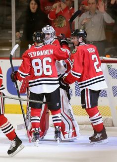 chicago il march 25 teuvo teravainen 86 and duncan keith 2 of the chicago blackhawks congratulate co