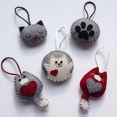 Diy Crafts - -felt fabric crafts fabriccrafts DIY Japanese Folk Art Mobile Strap Fabric kit Can make 4 kitten --- Japanese Craft Kit (Just use gl Felt Christmas Decorations, Felt Christmas Ornaments, Felt Embroidery, Felt Applique, Fabric Crafts, Sewing Crafts, Diy Crafts, Felt Keychain, Felt Cat