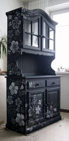 An outdated hutch gets new life with a flat black re-paint and sprayed-on stencil. Lushome