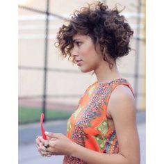 Coiffure cheveux frises carre