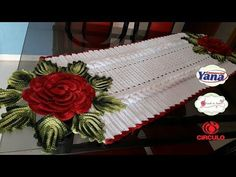 Super Ideas For Crochet Christmas Potholders Tutorials Crochet Table Runner, Crochet Tablecloth, Crochet Doilies, Crochet Flowers, Crochet For Boys, Crochet Home, Crochet Gifts, Crochet Shawl Diagram, Crochet Heart Blanket