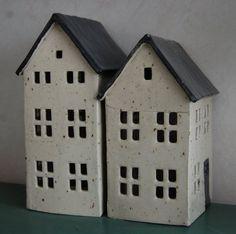 Sidan visar hus gjorda i keramik.