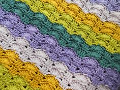 Bercé par les vagues de Laurence Mériat//  I so want to learn this stitch but can only find instructions in french!