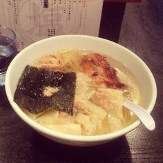 [2013/11/08]    ラーメン部番外編˻(◍ˉ̀◡ˉ́◍)˼    鶏ワンタンそば ¥950    塩味の細麺、あたくし好みで美味しゅうございました❤︎      @塩そば専門店 桑ばら (池袋)