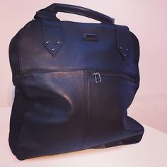 This black SLVR leather bag is a wardrobe essential and you will love the elegant material mix. #SLVR #black #bag #leather