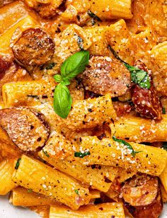 This One Pot Sausage Pasta recipe is fast, easy and delicious! You will LOVE the creamy tomato mascarpone sauce and sausage combo. Sausage And Peppers Pasta, Sausage Pasta Recipes, Spicy Sausage, Mascarpone Recipes, Vegetarian Recipes, Cooking Recipes, Healthy Recipes, Cooking Ideas, Home
