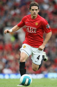 Owen Hargreaves hopes he can finally shake off his injury worries. Manchester United Wallpaper, Manchester United Players, Man Utd Squad, Best Club, Professional Football, Old Trafford, Fa Cup, Man United, Sports