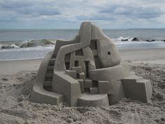 Calvin Seibert cria impressionantes castelos modernistas de areia