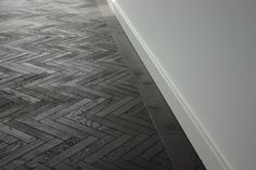 When a fully black flat floor can be a bit too crowded, the Herringbone parquet will give the room more character and creates an elegant atmosphere. Bar Design, Floor Design, Timber Flooring, Parquet Flooring, Black Wood Floors, Living Room Flooring, Rugs In Living Room, Parquetry Floor, Pose Parquet