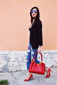 Ripped boyfriend jeans, borsa Franco Pugi, pelle, firenze, fiorentina, soffiano, leather, gilet, vest, bag red, borsa rossa, decoltè, pumps, high heels, ootd, look, moda  2016, fashion, trend chic - outfit fashion blogger Heels Allure by Marianna Farese