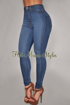 Bubble booty milf in pocketless jeans