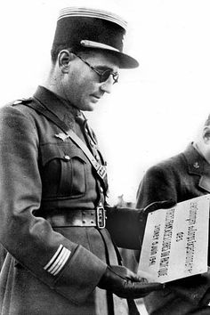 Felix Broche French commander of the first battalion of the Pacific in Sydney, dead at Bir-Hakeim. Pin by Paolo Marzioli French Armed Forces, Troops, Soldiers, French Army, North Africa, World War Ii, Ww2, The One, Sydney