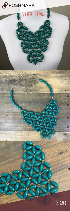 💥 1 HR Sale 💥 Erica Lyons Necklace 🎀 COLOR: Gold chain, deep green oval beads with adjustable chain length. The perfect pop of color to go with your summer dresses, or simply throw this necklace on with a t-shirt and jeans as a statement piece. Like what you see, make me an offer. ❤ Erica Lyons Jewelry Necklaces