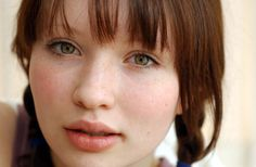 Younger Emily browning, because this face is just too perfect. We shall ignore the hair, freckles, and the wrong colored eyes. Yes? Yes.