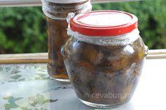 Dulceata de nuci verzi: cum se face. Reteta dulceata de nuci verzi cu lamaie si vanilie. Cand se culeg nucile pentru dulceata de nuci verzi.