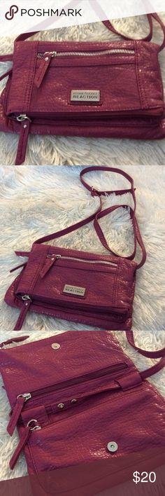 KENNETH COLE Reaction crossbody purse Preowned in very good condition, strap adjustable, no scratches no stain Kenneth Cole Reaction Bags Crossbody Bags