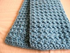Easy and Textured Scarf ~ uses only 2 basic stitches: sc and dc ~ use super bulky yarn ~ FREE CROCHET pattern