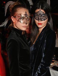 Kendall Jenner, Heidi Klum and Cara Delevingne would approve Kendall And Kylie, Kendall Jenner, Kardashian Jenner, Cara Delevingne, Masquerade Party Outfit, Masquerade Ball, Masquerade Makeup, Maskerade Outfit, Coachella