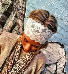 Wide lace stretch headband by ThreeBirdNest.- wish I could pull stuff like thiss off! Big headbands just make my little head look bald! Looks Style, My Style, Estilo Hippie, Lace Headbands, Stretchy Headbands, Lace Hair, Hair Dos, Models, Swagg