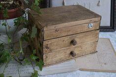 Mercerie ancienne , boite à couture et plaque émaillée Brocante de charme atelier cosy .fr