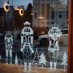 Window Art Christmas Drawing, Christmas Paintings, Christmas Art, Christmas Projects, Spring Window Display, Window Mural, Christmas Window Decorations, Victorian Christmas, Christmas Background