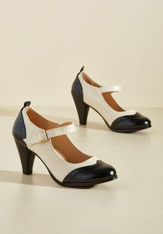 Sweet Style O' Mine Mary Jane Heel in Noir. Proudly strut your fashionable stuff in these black and cream pumps. #modcloth