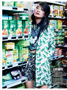 li wei naomi yang2 Li Wei Wears Spring Prints for Naomi Yang in Glamour France. Cuando más es más.