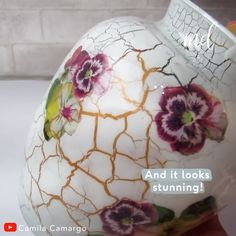 Diy Crafts - -Learn how to decorate your vase with these beautiful gold details. Informations About VASE DECORATION Pin You can easily use my profil Diy Crafts Hacks, Diy Home Crafts, Diy Arts And Crafts, Jar Crafts, Creative Crafts, Glass Bottle Crafts, Diy Bottle, Bottle Art, Decoupage Glass