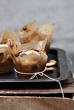 almond chocOlate chip cupcakes