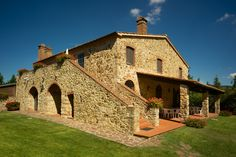 The Poderino farmhouse is composed of two apartments with direct access to the garden and swimming pool.