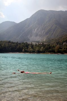 Chilling at Lago di Tenno just a few minutes away from Lake Garda during my holiday in Italy. Just wanna head back!