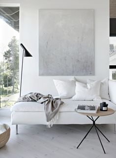 30 Fascinating Scandinavian Living Room Decor With Minimalist Style - Many people have an impression of a minimalist home as a mostly white, bland space with very little furniture and a not very welcoming feel. But a tru. Interior Minimalista, Minimalist Home Interior, Modern Interior Design, Minimalist Decor, Minimalist Architecture, Minimal Home Design, Modern Minimalist Living Room, Simple Interior, Minimalist House