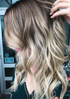 Gone are the days when you can't find the fresh hair colors to dye your hair. Nowadays, there are so many ways of hair colors that you may use to flaunt for best hair color looks. As you can see here, we have rounded up here some of the best options of blonde balayage hair colors and hairstyles for every woman to show off in year 2018. This is simple but most advanced looking hair color for every woman to wear in these days.
