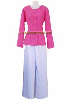 Trang phục biểu diễn văn nghệ: Đồ bà ba nữ. Áo vải muslin màu hồng nhạt, quần phi trắng hoặc phi đen. Thích hợp để hát múa các bài hát nam bộ, diễn tiểu phẩm.