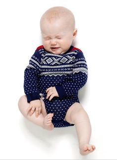 Wouldn't my little baby girl look darling in this Norwegian sweater? I'm thinking Christmastime! Baby Kids, Baby Boy, Knitting For Kids, Baby Knitting, Cute Outfits For Kids, Cute Kids, Fair Isle Knitting Patterns, Baby Sweaters, Tejidos