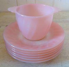 """Vintage 1950. Collection. FIRE KING pièces de roséite """"swirl"""" Pyrex Vintage, Vintage Kitchenware, Vintage Dishes, Vintage Glassware, Vintage Stuff, Vintage Pink, Vintage Decor, Tout Rose, Pyrex Bowls"""