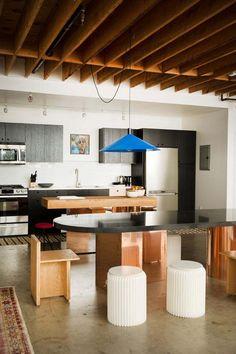 poutre apparente decoration-interieur-cuisine-ouverte-coin-repas
