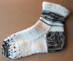 Sukka kantapään kautta eli neulo kantapää ensin   Punomo Knitting Socks, Knit Socks, Socks And Heels, Rubrics, Diy And Crafts, Knit Crochet, Slippers, Sewing, Google