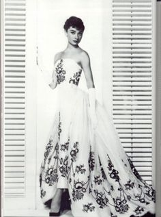 Givenchy - another picture of Audrey Hepburn's dress!