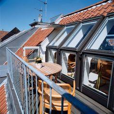 VELUX roof terrace - enjoy the added space and light Deck With Pergola, Wooden Pergola, Patio Roof, Diy Pergola, Pergola Kits, Roof Balcony, Balustrades, Retractable Pergola, Porch Area