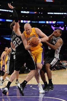 (2-0) Spurs 91-85 Lakers (1-2)