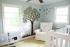 stickers arbre à feuilles vertes et oiseaux dans la chambre bébé